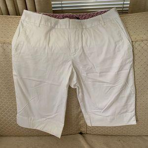 Vineyard Vines white shorts